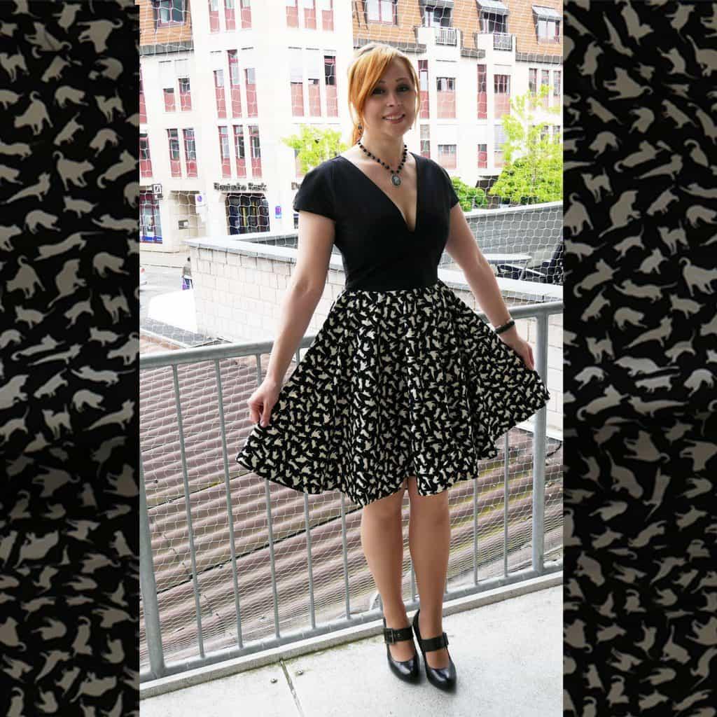 Kleid aus Katzenstoff in Schwarz und Weiß
