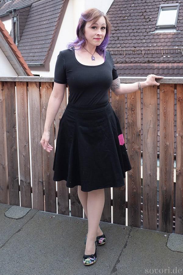Schwarzes Tshit mit Tellerrock