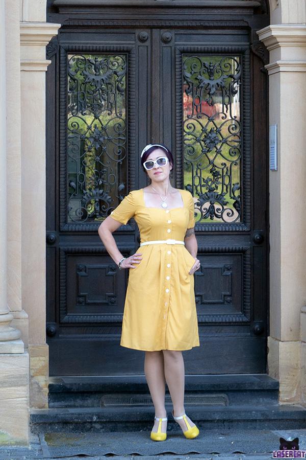 Vintagekleid gelb mit Punkten