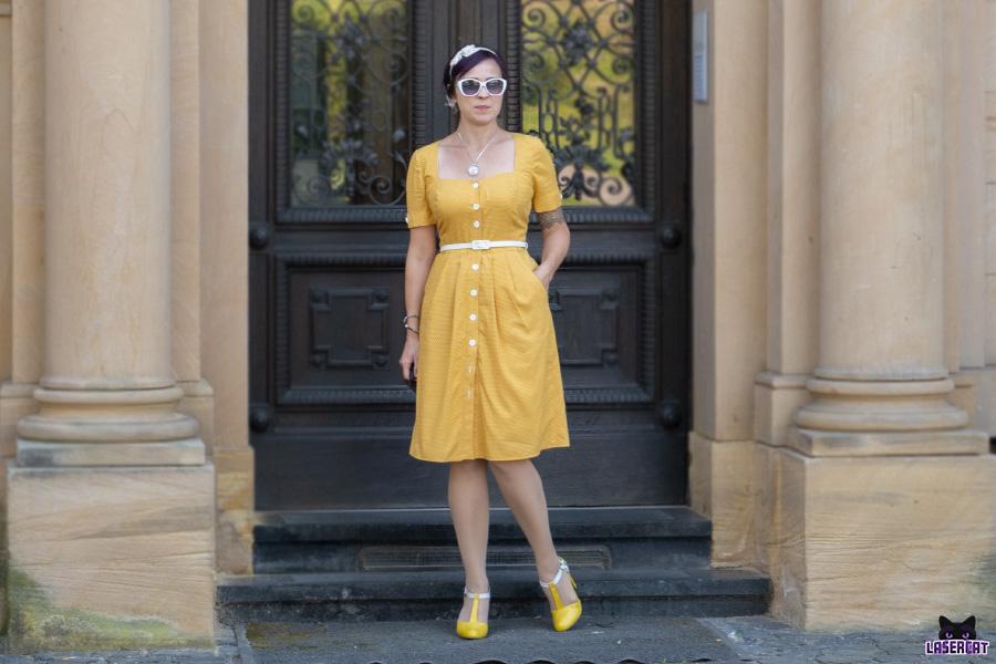 Gelbes Vintagekleid mit Taschen